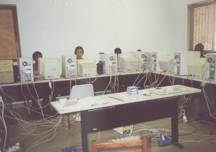Computerunterricht im Sitec Bissau